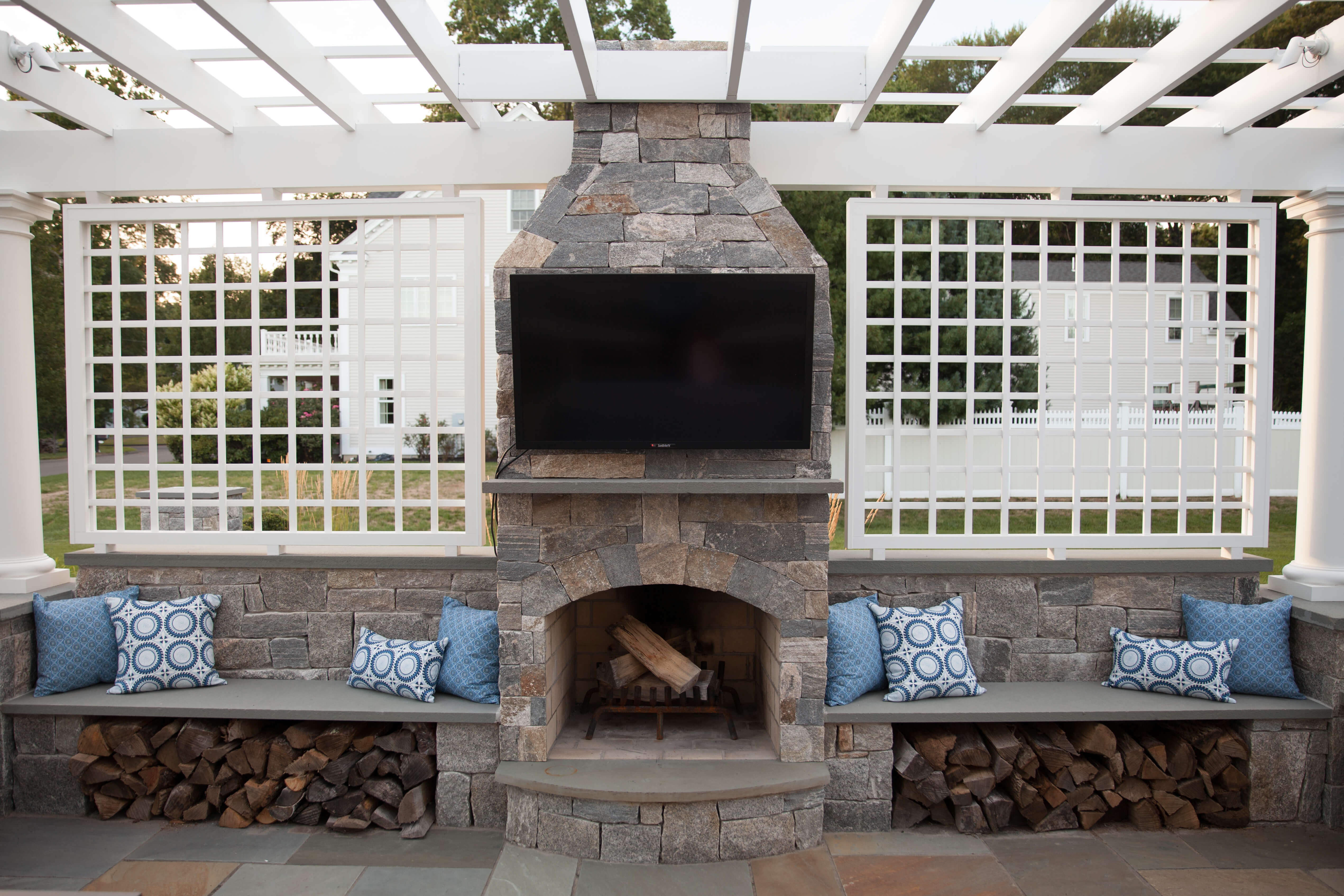 OutdoorFireplace-StoneAge-TV-SideBenches